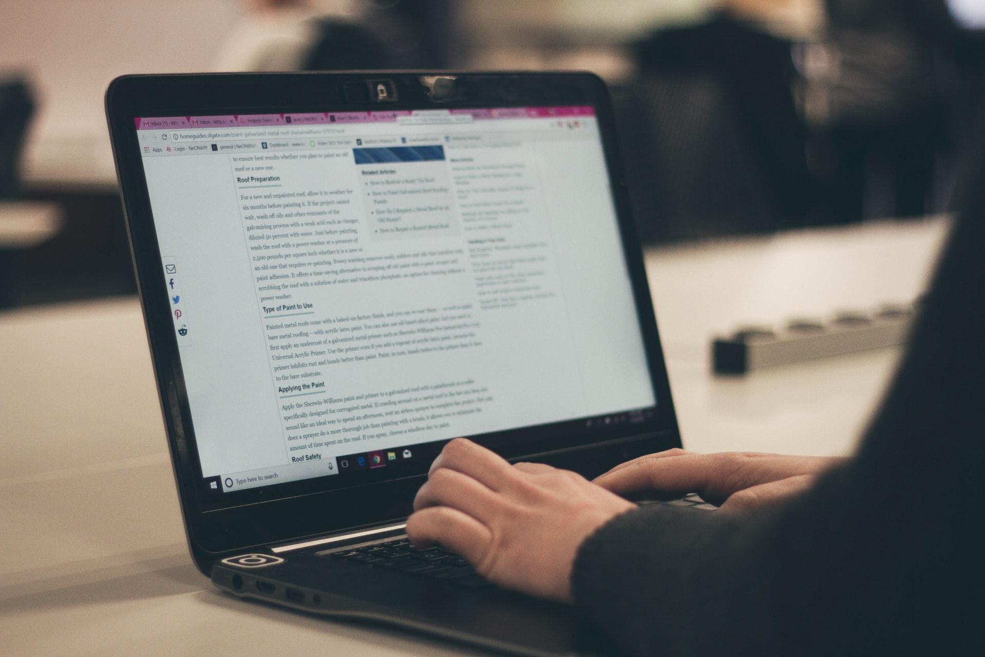 Dlaczego warto założyć i prowadzić blog firmowy