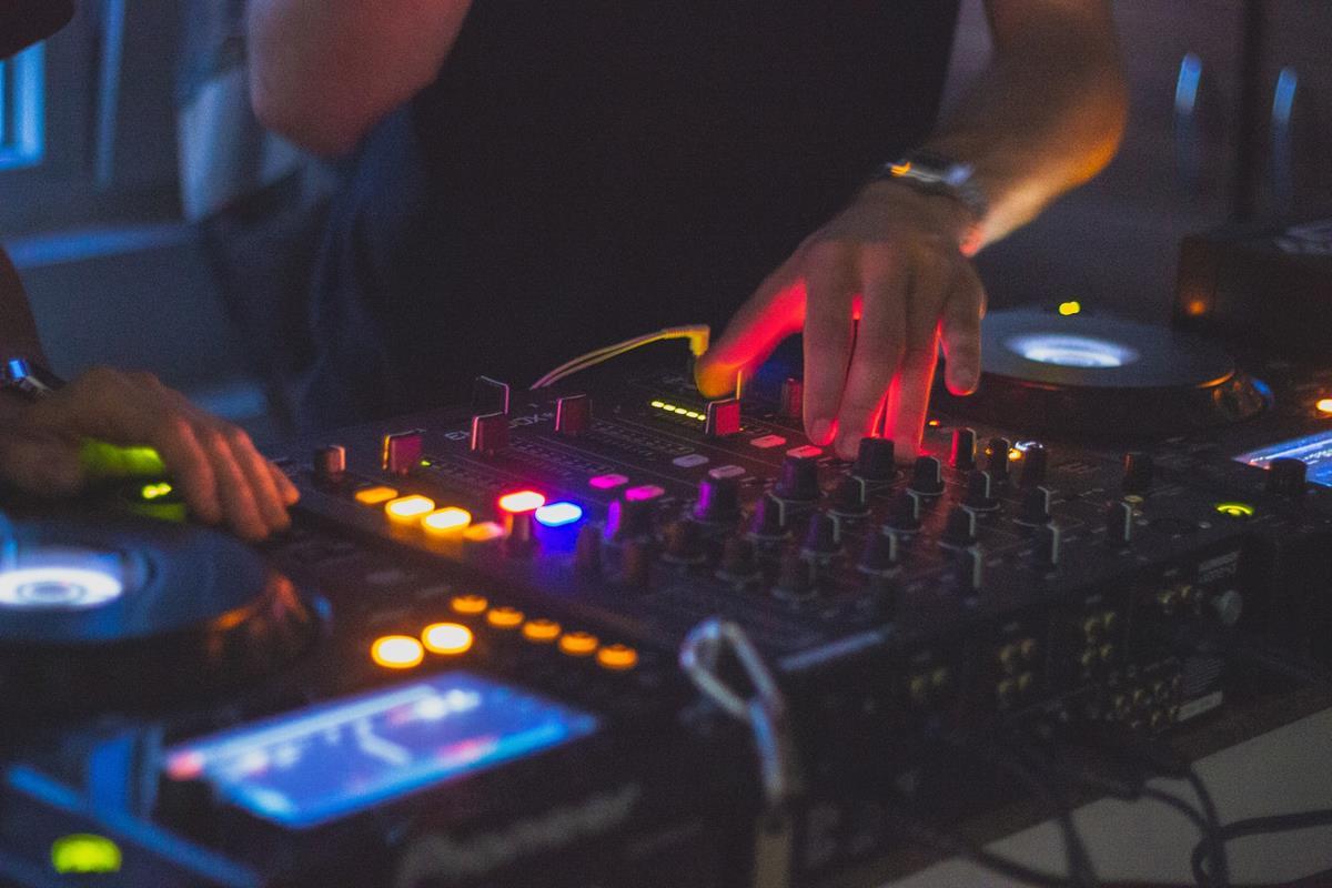 Jak zostać profesjonalnym DJ'em?