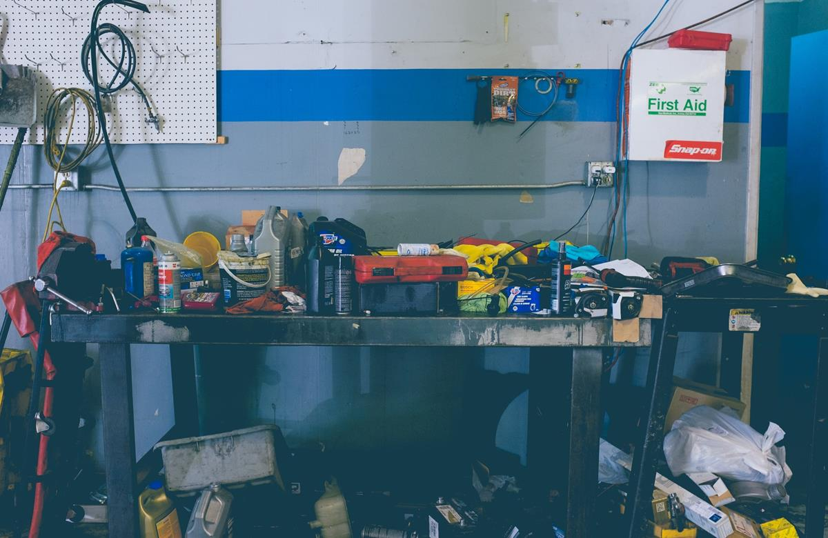 Jak pozyskać profesjonalne narzędzia warsztatowe?