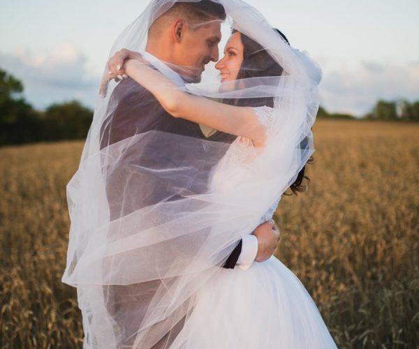 Wybór odpowiedniej sukni ślubnej jest ważny dla każdej kobiety