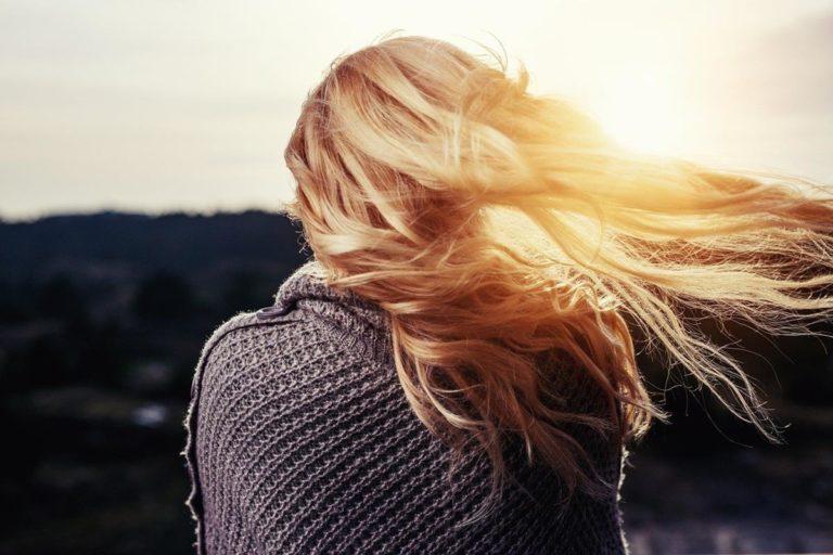 Jak wpływają na nasze włosy szampony z silikonem?