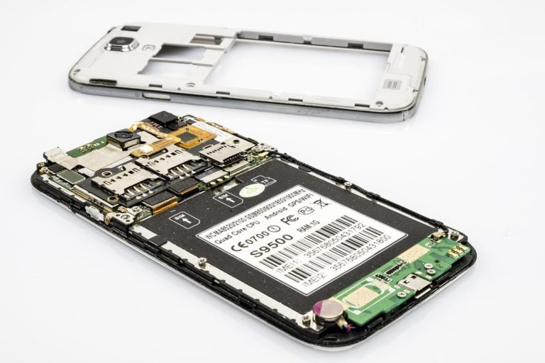 Telefon to urządzenie którego awaria może stanowić nie lada problem
